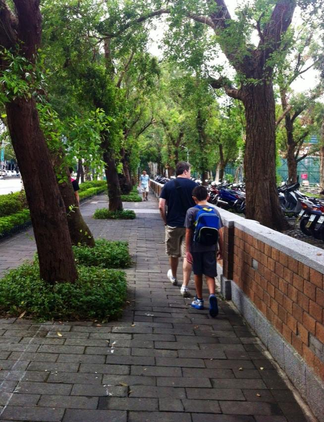 walking in taipei