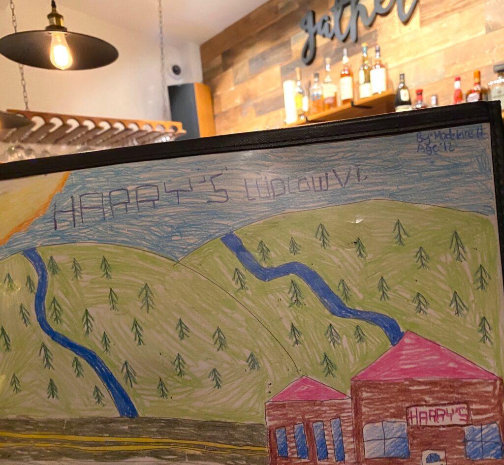 孩子在餐館用餐時所繪的作品。